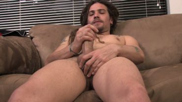 Rikki – Dreadlocks Guy Masturbating